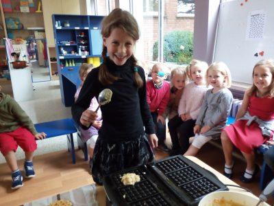 We bakten zelf lekkere appelwafeltjes.