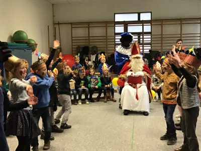 Sinterklaas op bezoek bij het eerste en tweede leerjaar